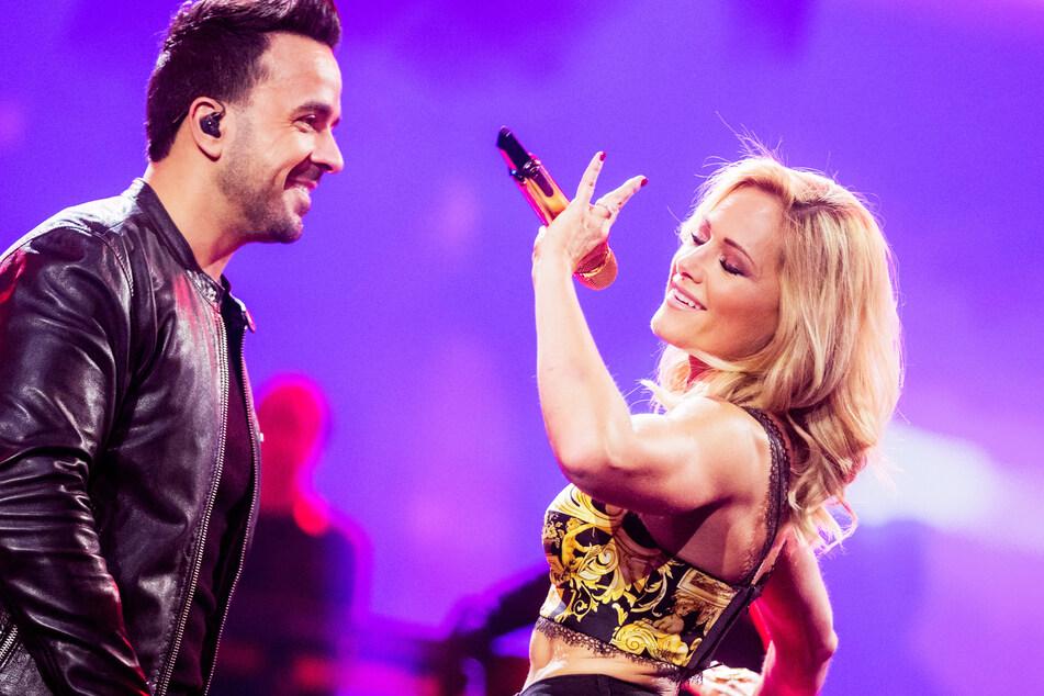 """Helene Fischer (37) singt ihren neuen Titel """"Vamos a Marte"""" zusammen mit Luis Fonsi (43)."""