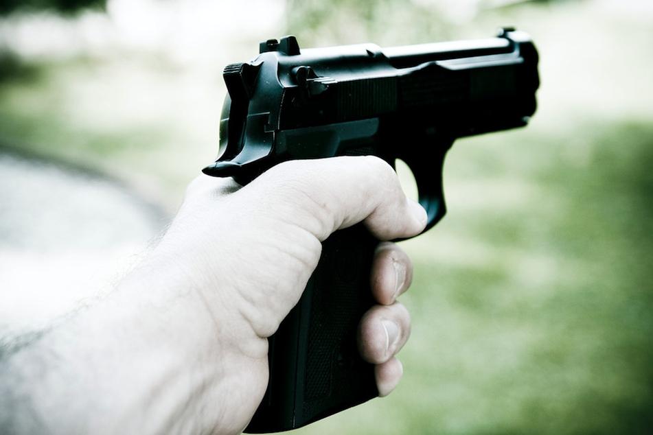 Streit in Oberfranken eskaliert: Mann bedroht unbeteiligte Menschen mit Pistole
