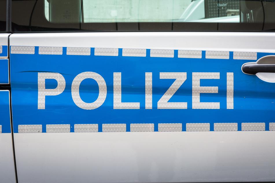 Die Polizei fahndet nach vermutlich mehreren Tätern, die in der Nacht zu Dienstag einen Geldautomaten in Stolberg gesprengt haben (Symbolbild).