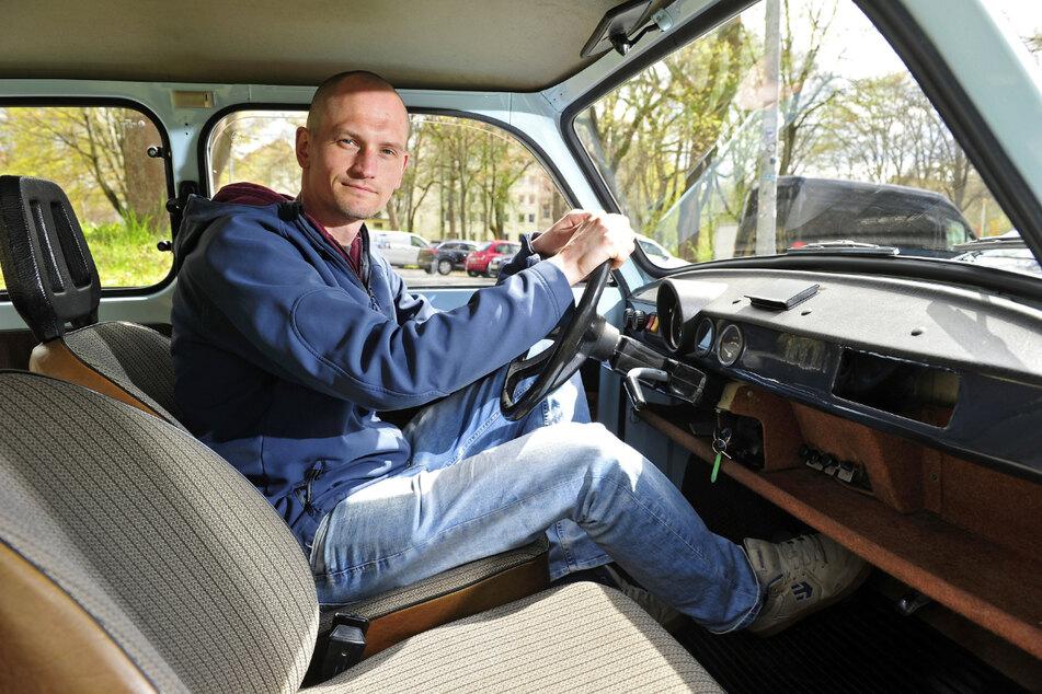 Oliver Presch (34) freut sich über die große Nachfrage: Im ehemaligen ZV-Bunker am Rosenplatz betreibt er eine Trabantvermietung.