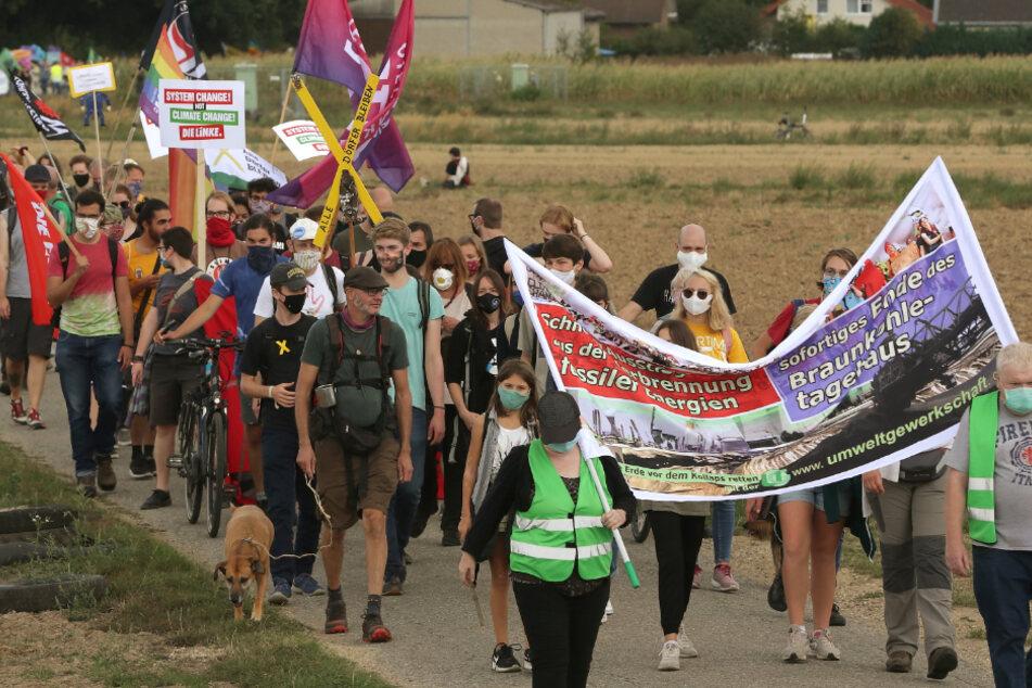 Klima-Aktivisten setzen Hungerstreik in Polizei-Zellen fort