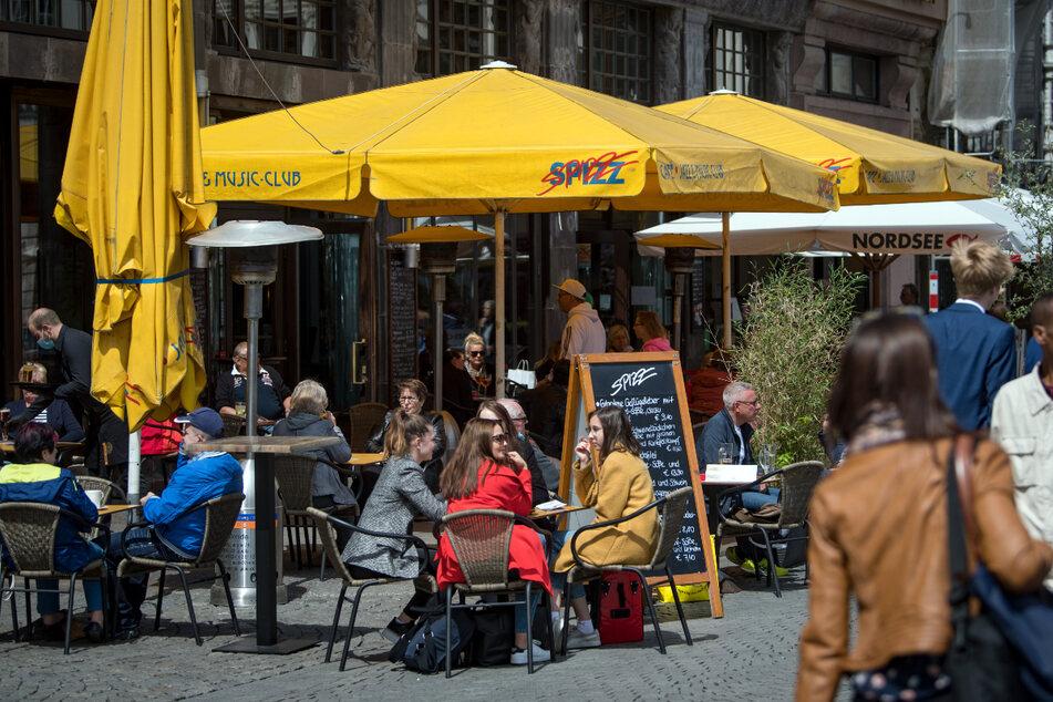 Spontan einen Kaffee am Markt trinken, ohne sich vorher beim Testzentrum anstellen zu müssen? Das ist ab Mittwoch wieder möglich.