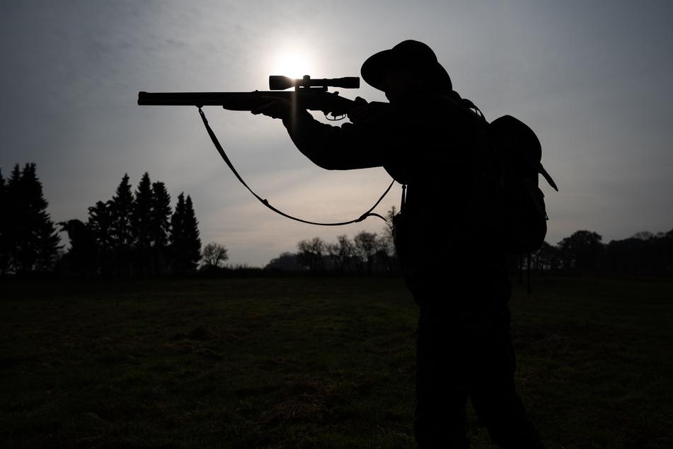Im Jerichower Land jagten zwei Jäger im volltrunkenen Zustand. (Symbolbild)