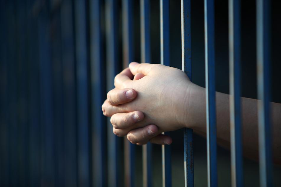 Knast: Vergewaltiger (18) wird von eigenen Eltern zur Polizei gebracht