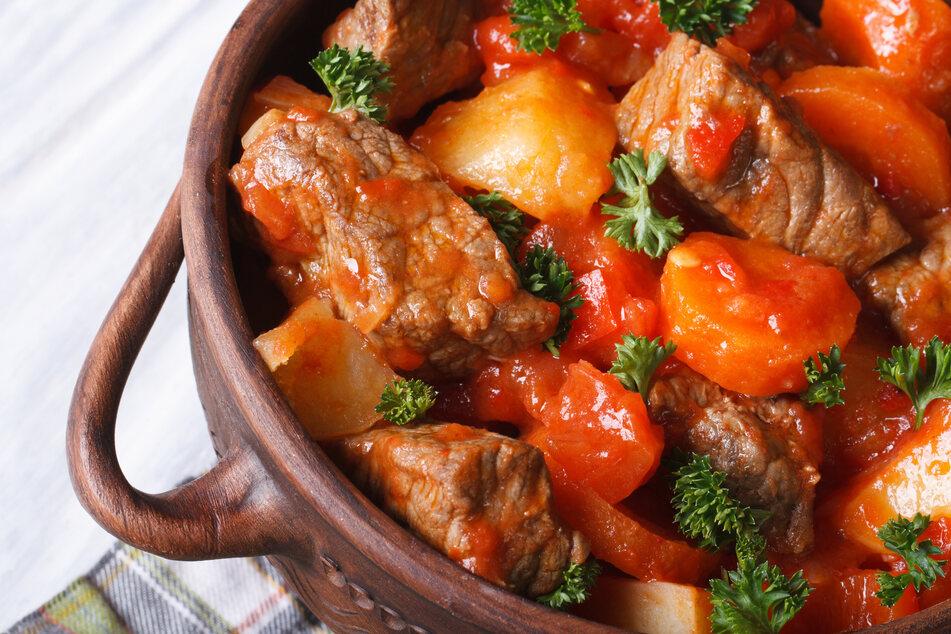 Diese Fehler dürft Ihr beim Rindfleischeintopf-Kochen niemals machen!