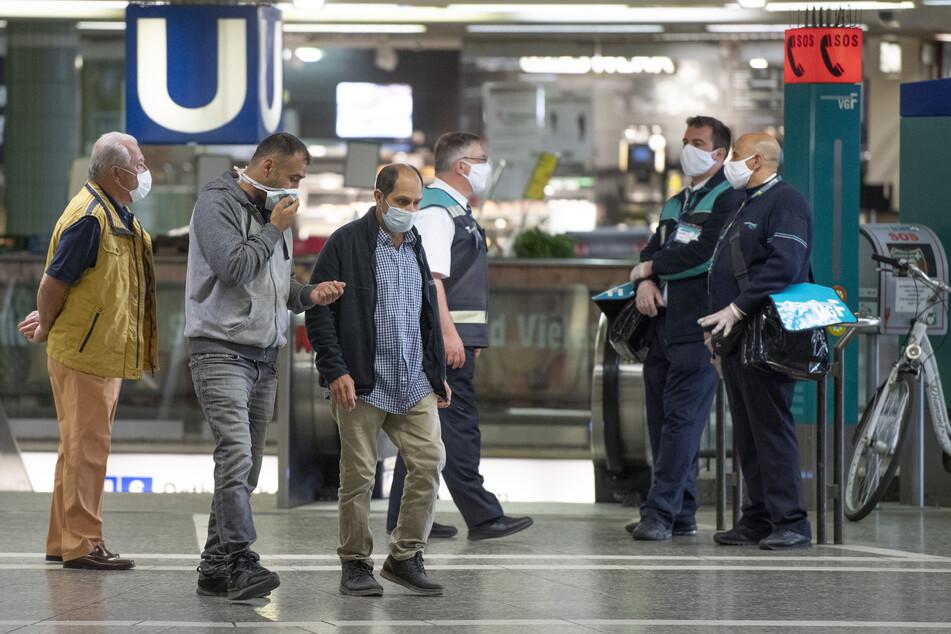 Zwei Drittel der Deutschen wollen sich an Schutzmasken-Pflicht halten. (Symbolbild)