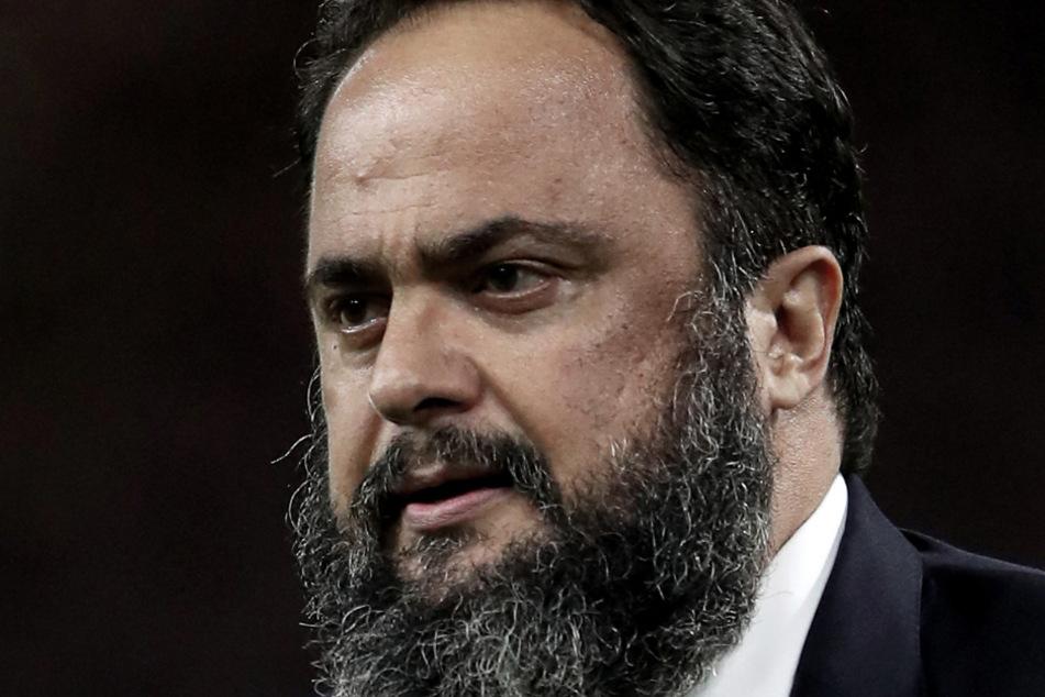 Evangelos Marinakis, Besitzer von Olympiakos Piräus, hat sich mit dem Coronavirus infiziert. Als Reaktion darauf ist das geplante Nachholspiel zwischen Manchester City und dem FC Arsenal abgesagt worden.