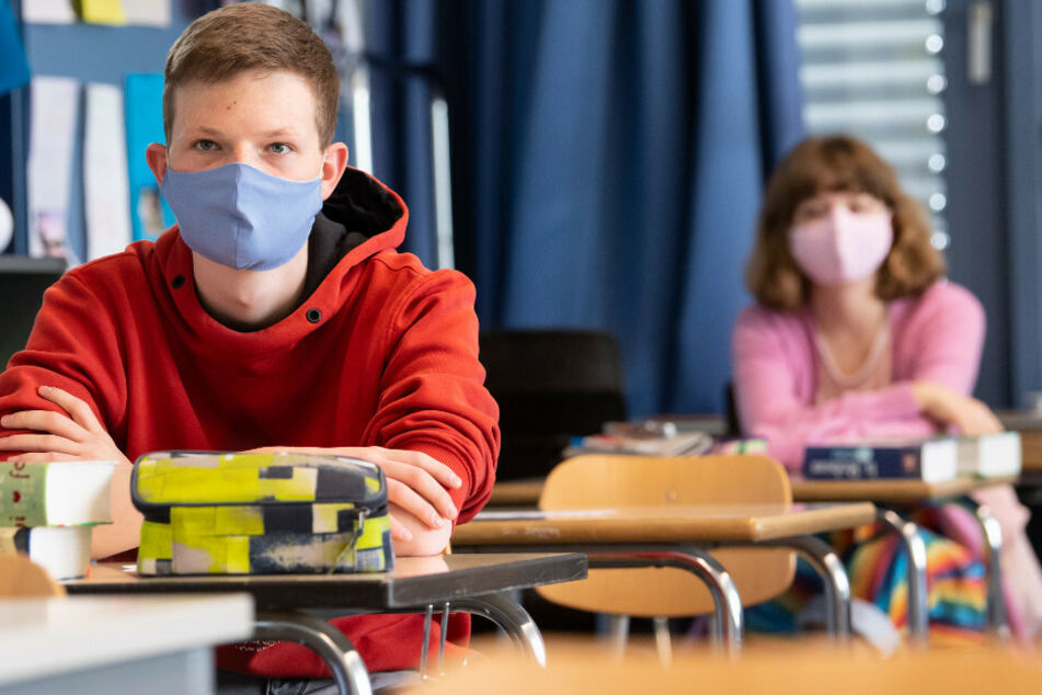 Auch in Brandenburgs Schulen gilt nun eine Maskenpflicht. (Symbolbild)