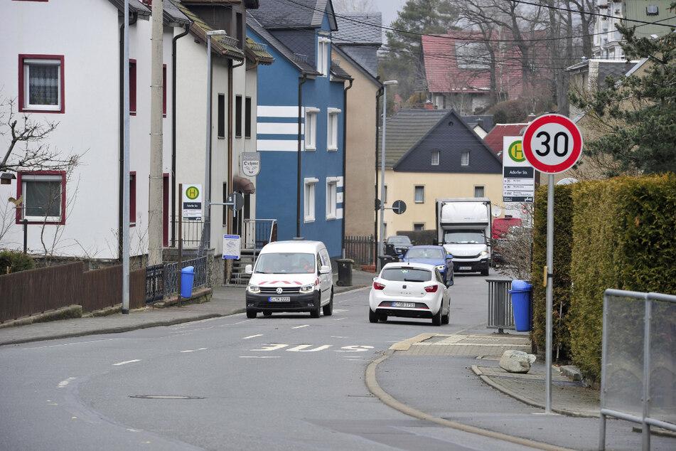 Derzeit rollt der Verkehr in Harthau noch halbseitig. Ab April wird die B95 komplett gesperrt.