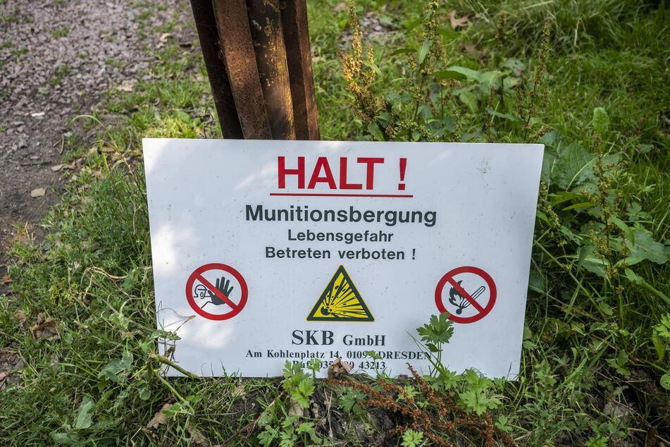 Schilder warnen eindringlich vor gefährlichen Kriegsresten.