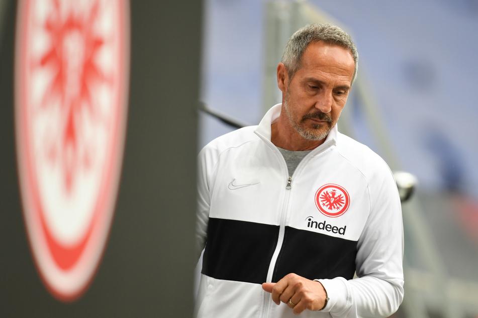 Noch ist Adi Hütter (50) Trainer der Eintracht. Doch wird er seinen Kontrakt auch verlängern?