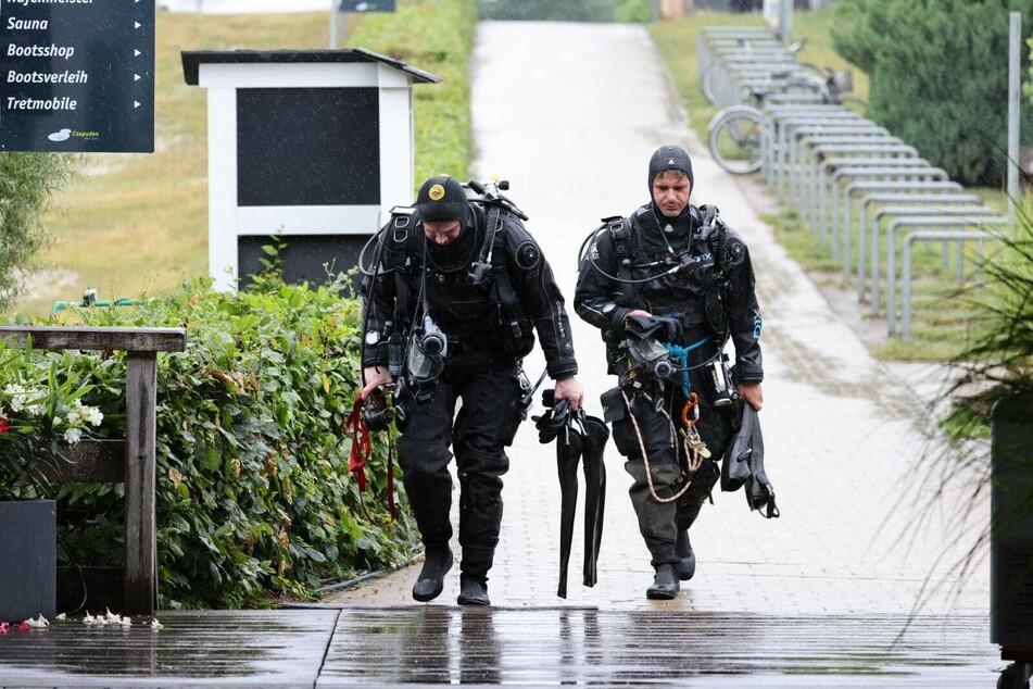 Auch bei Regen gehen die Taucher unter Wasser - einzig ein Gewitter könnte zum Abbruch der Mission am Freitag führen.