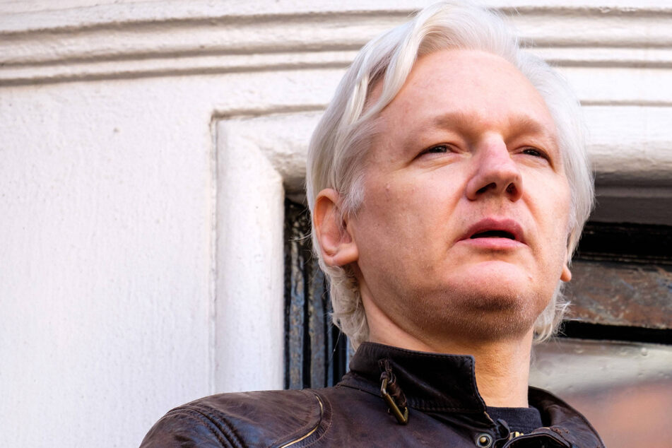 Pressure builds for WikiLeaks founder Julian Assange to be released