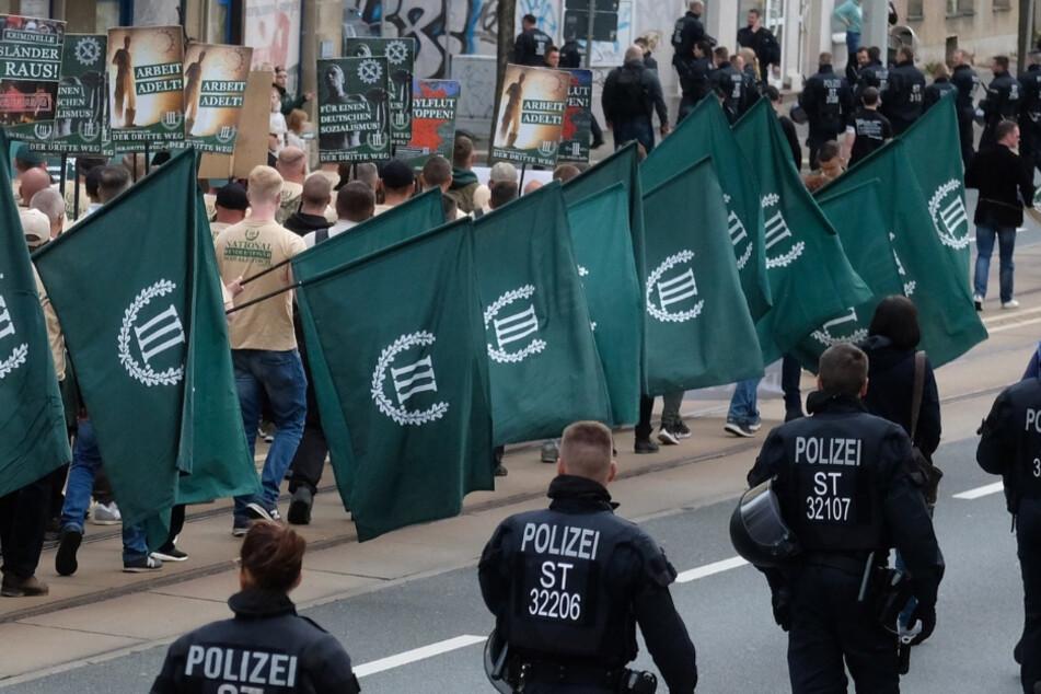 Dresden: Neuer Verfassungsschutz-Bericht alarmiert: So schleichen sich Rechtsextreme in unsere Mitte ein