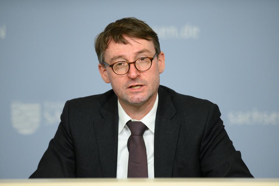 Sachsens Innenminister Roland Wöller (51, CDU) beobachtet eine gewalttätigere und militantere Linksextremismus-Gefahr in Leipzig.