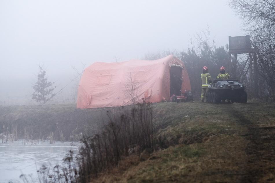 Hubschrauber stürzt ab: Pilot und Insasse tot, zwei weitere Personen verletzt!