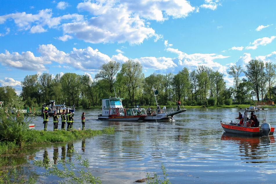 "Die Fähre ""Altaha"" trieb am Freitagnachmittag nach einem Defekt die Donau hinab."