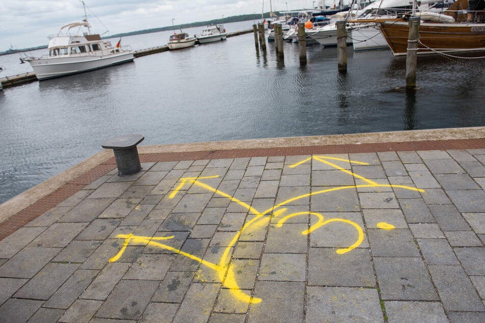 Nach Bluttat in Dänischenhagen: Polizei findet Waffenteile in Hafenbecken