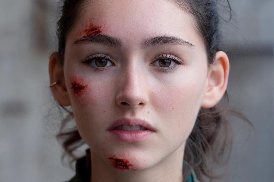 Das Virus greift schnell um sich - kann Emily Kusche (18) entkommen?