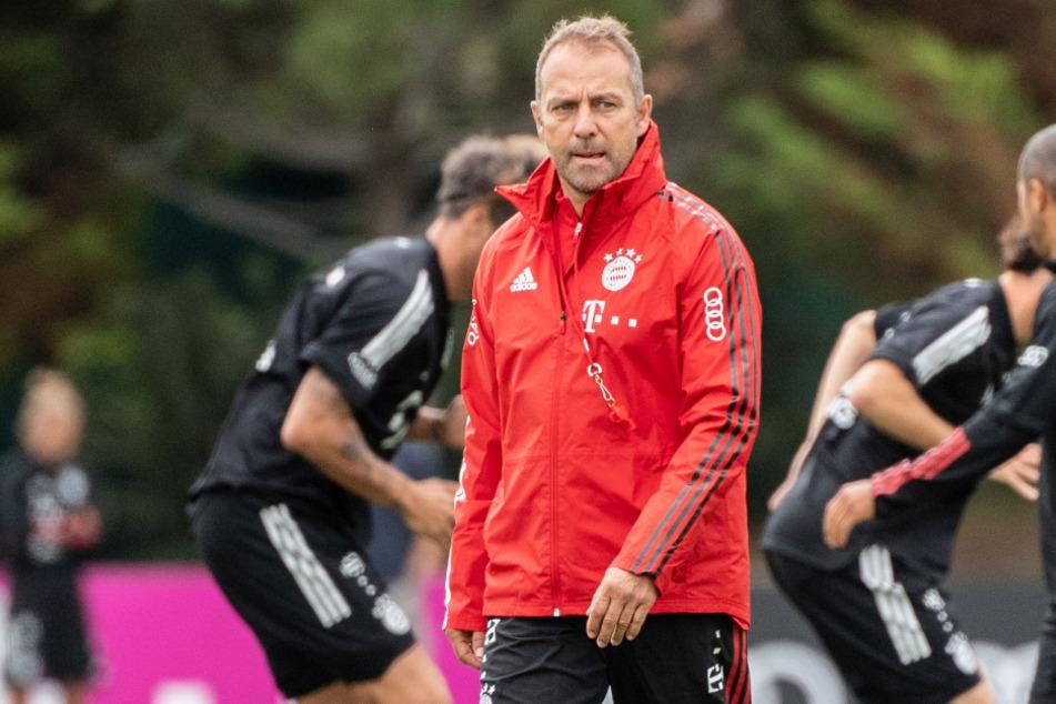 Trainer Hansi Flick vom FC Bayern München kann sich Samstag auf wenige, bis gar keine Zuschauer einstellen.
