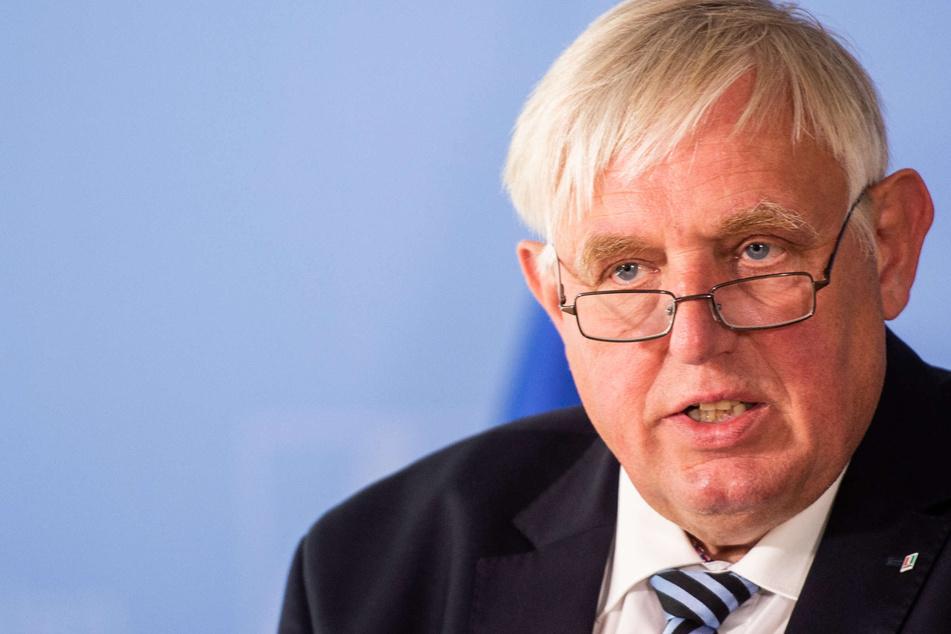 Impfung von Kindern: NRW-Gesundheitsminister Laumann verteidigt Stiko-Rat