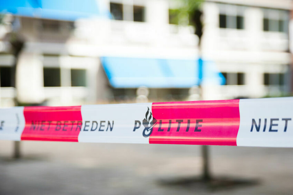 Auto fährt in Gruppe von Pub-Besuchern: Zwei Menschen verletzt!