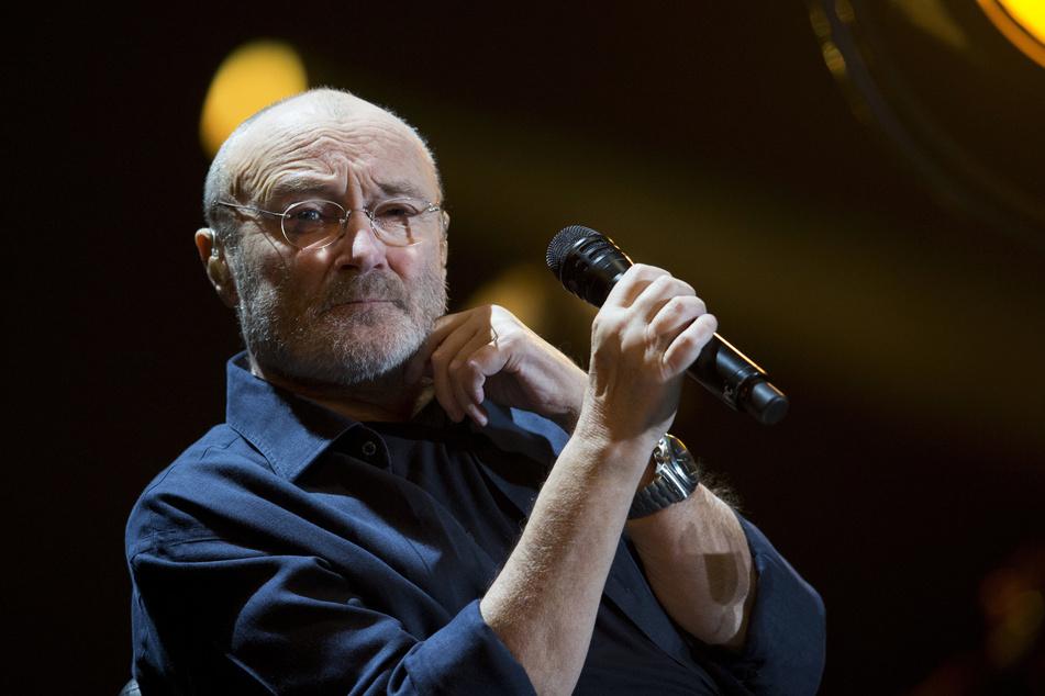 Phil Collins (70) leidet seit 2007 an den Folgen einer Wirbelsäulenverletzung.