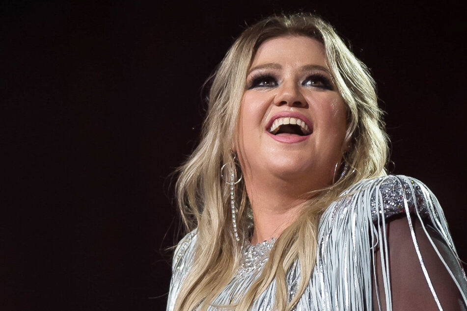 Singer Kelly Clarkson says her life is in the dumps