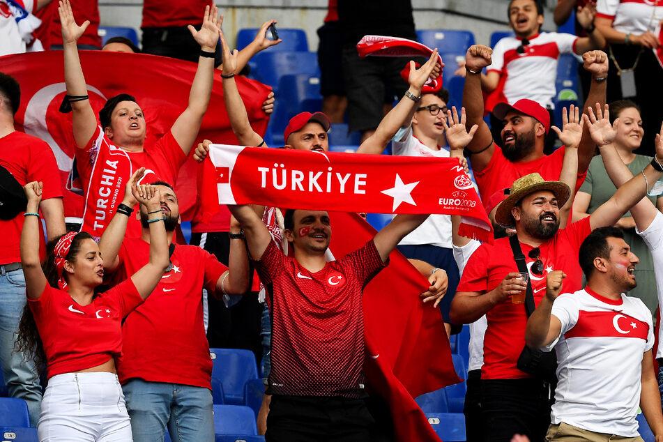 Die türkischen Fans sorgen - wie die Italiener - für viel Stimmung im Stadio Olympico!