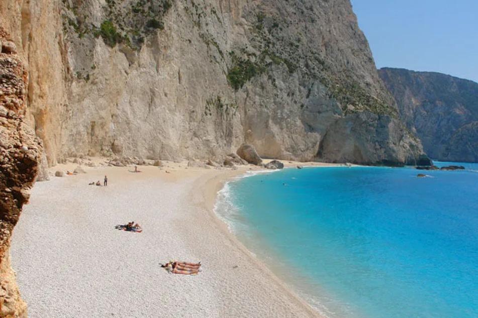Der Strand bei Porto Katsiki ist weltbekannt wegen der Kombination aus steilen Klippen, weißem Sandstrand und türkisblauem Meer.