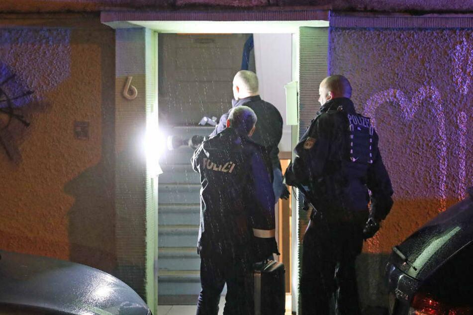 Schreckliche Bluttat in Rostocker Innenhof: Frau fiel drei Meter in die Tiefe