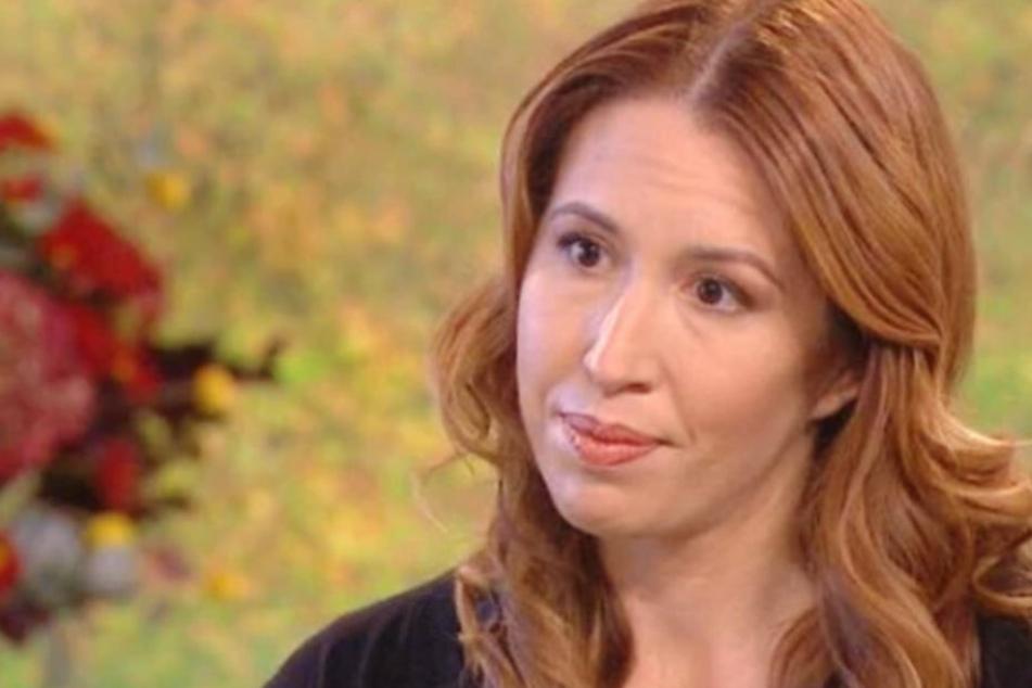 Über ihre Erlebnisse schreibt und spricht sie. Emily ist oft in Fernsehberichten zu sehen.