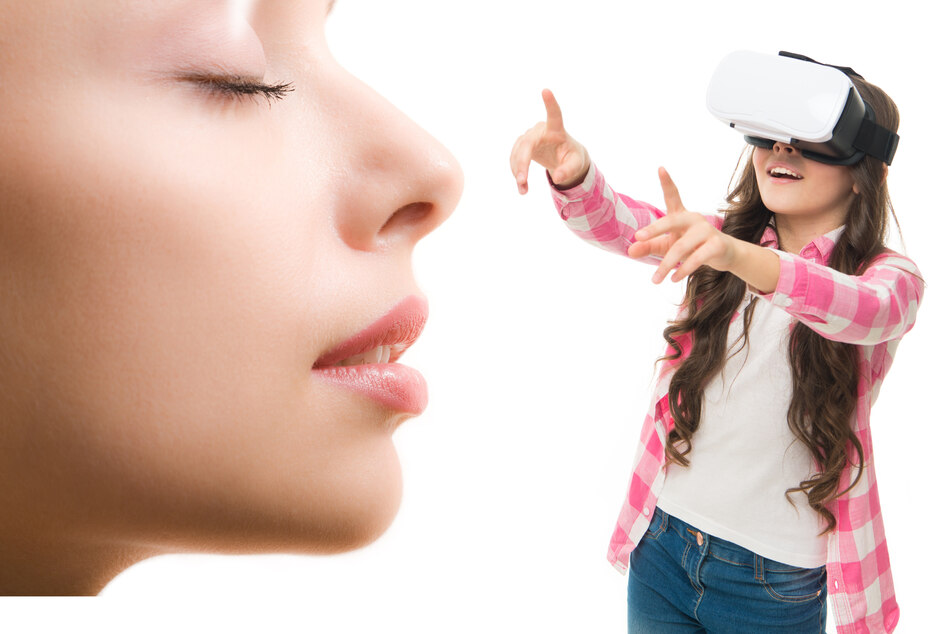 The Fifth Sense: new gadget adds smell to VR headset experience!