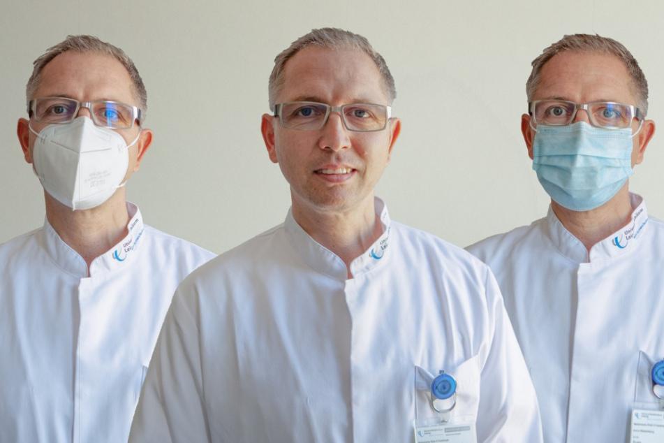 Studienleiter Dr. Sven Fikenzer mit jeweils einer der Masken, die bei der Untersuchung von den Teilnehmern getragen wurde, rechts die chirurgische Maske und links die FFP2-Maske.