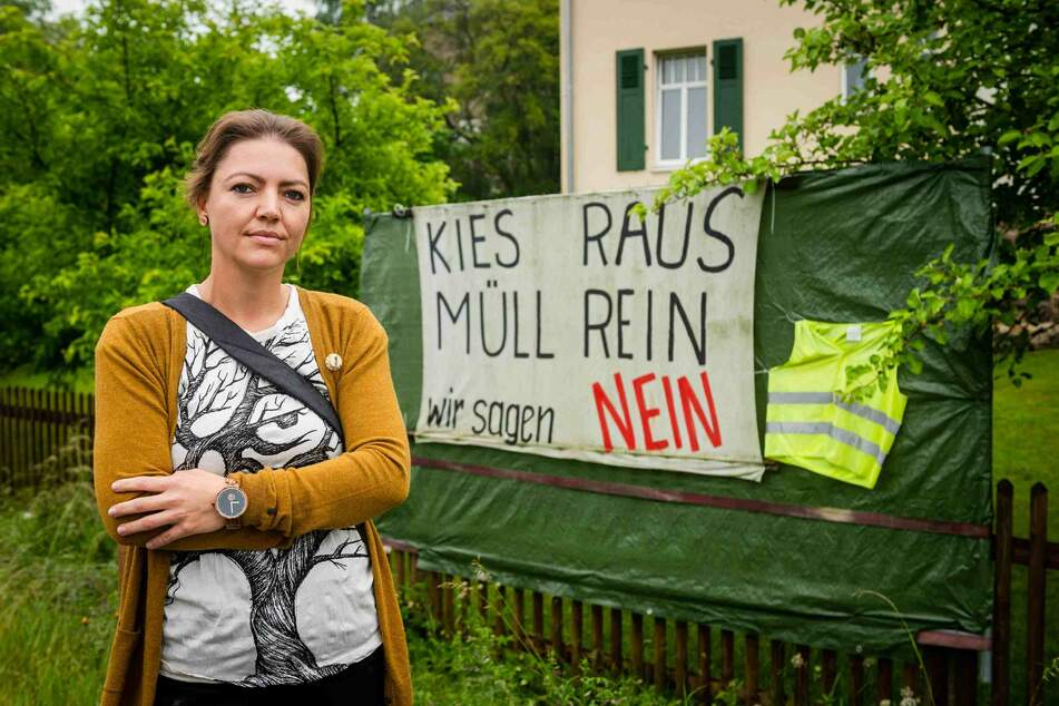 Manja Clemen (39) spricht für die Gablenzer Bürgerinitiative gegen eine Mülldeponie.