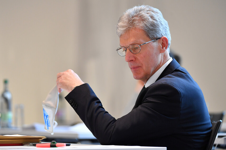 Thüringens Bildungsminister Helmut Holter (67, Linke) setzte seinen Vorschlag, beim Ferienstart zum 23. Dezember zu bleiben, durch.