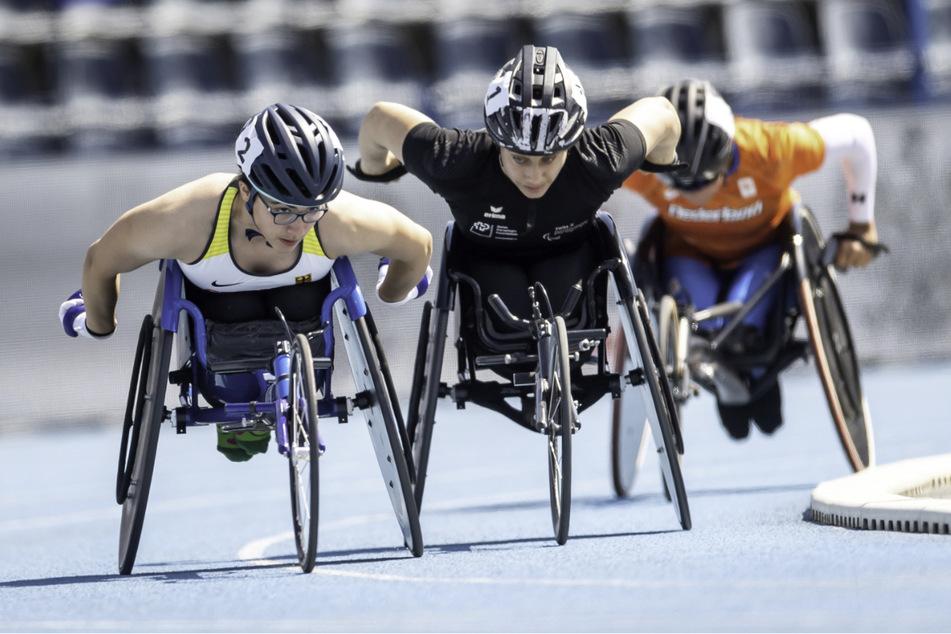 Merle Marie Menje (16, l.) aus Deutschland in Aktion beim 5000m T54-Finale der Frauen bei den Para-Leichtathletik-Europameisterschaften in Bydgoszcz, Nordpolen.