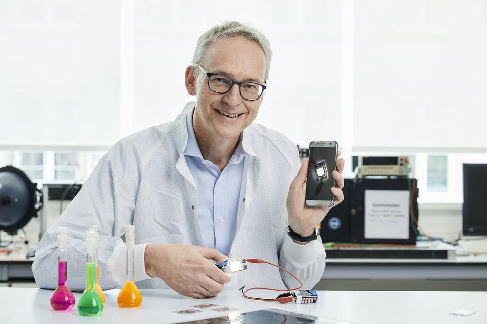 Der Dresdner Physik-Professor Karl Leo (60) half bei der Entwicklung von hocheffizienten OLEDs.