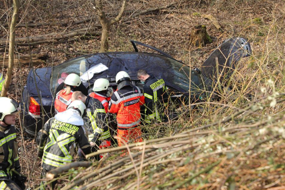 Die Rettungskräfte kümmerten sich umgehend um die verunfallten Personen.