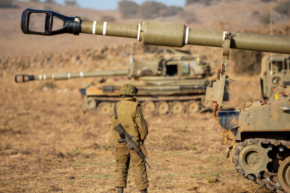 Nach Raketenbeschuss aus dem Gazastreifen hat die israelische Armee ein Ziel in dem Küstengebiet angegriffen. (Archivbild)