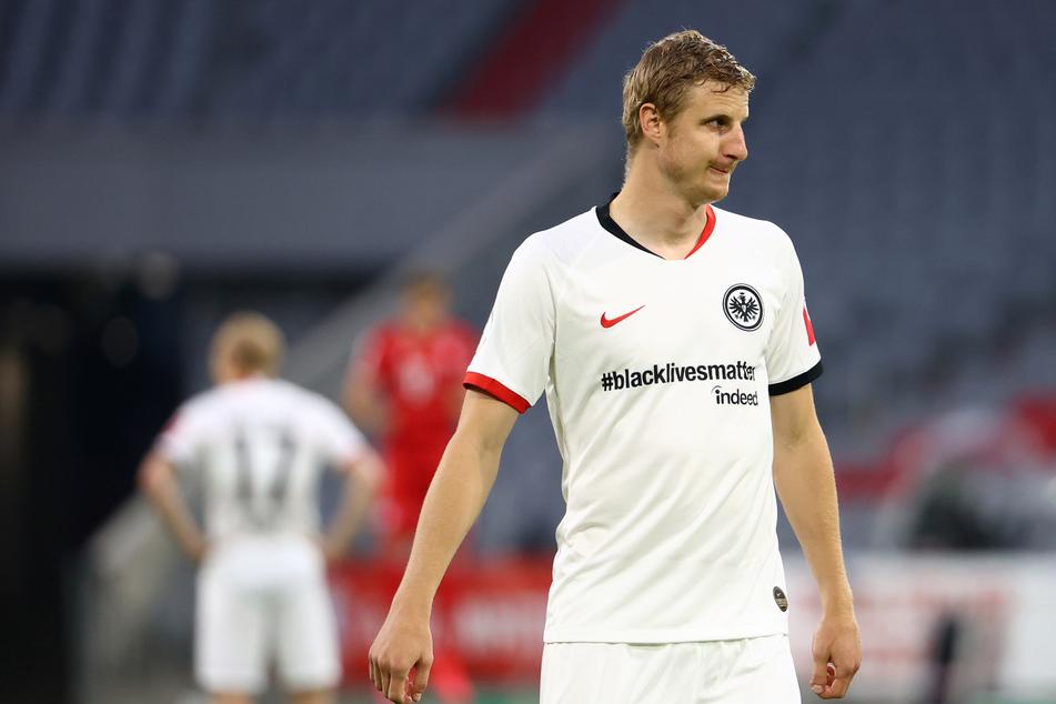 """Eintracht Frankfurts Martin Hinteregger trug - ebenso wie seine Teamkollegen - ein spezielles Trikot mit der Aufschrift """"#blacklivesmatter""""."""