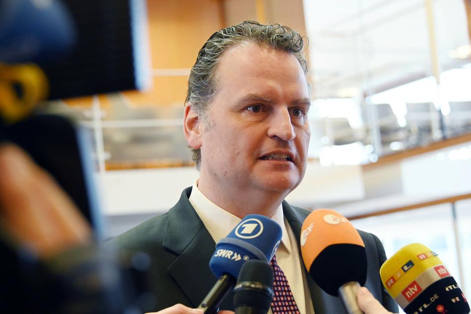 Günter Krings (51, CDU), Parlamentarischer Staatssekretär beim Bundesministerium des Inneren, wird die Vertretung des von Corona erkrankten Bundesinnenminister Horst Seehofer übernehmen.