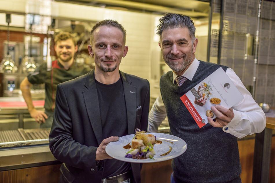 """Markus Arnold (41, l.) vom Restaurant """"Max Louis"""" mit """"Kochsternstunden""""-Erfinder Clemens Lutz (50)."""