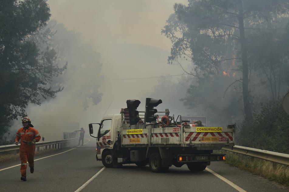 Die Flammen im Norden Spaniens sind kaum zu stoppen.