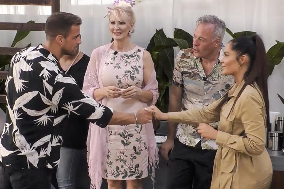 Mit viel Sicherheitsabstand lief die erste Begrüßung von Tobias Wegener (l.) und seiner Ex Janine Pink (r.) nach der Trennung ab.
