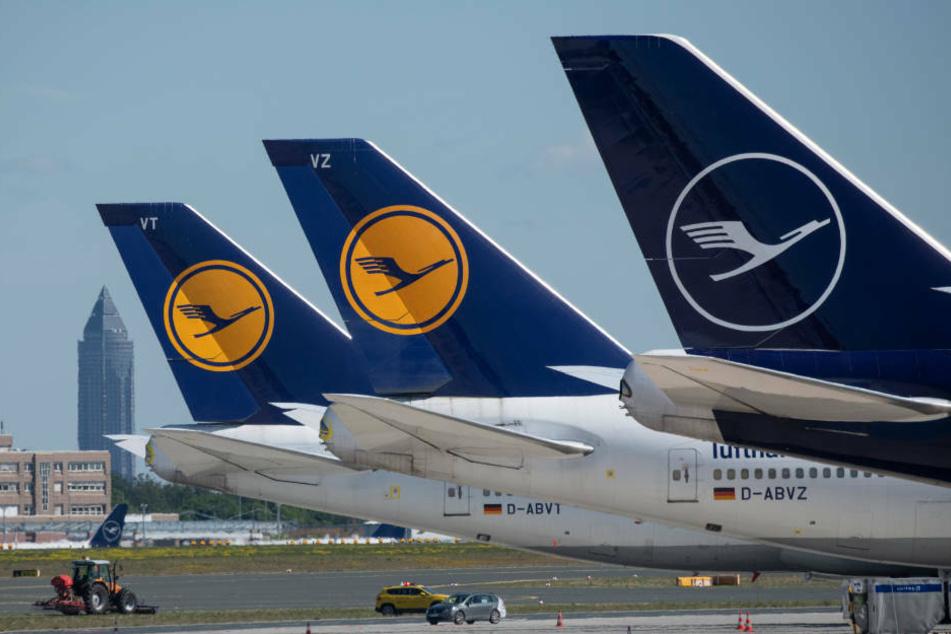 Nach fast genau 32 Jahren ununterbrochener Zugehörigkeit muss die Lufthansa ihren Platz im Dax räumen (Archivbild).