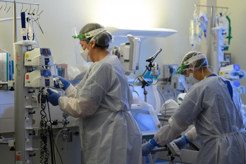 Stand Montag werden 199 Corona-Patienten auf Intensivstationen in Baden-Württemberg behandelt. (Symbolbild)