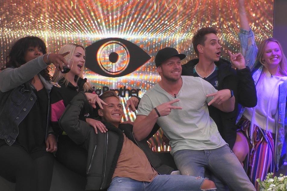 Big Freude bei den letzten 6: Vanessa, Gina, Cedric, Philipp, Pat und Rebecca. Immerhin haben 940.000 junge Zuschauer zugesehen, wie Tim den Abflug machte - seit zwei Monaten der beste Wert.