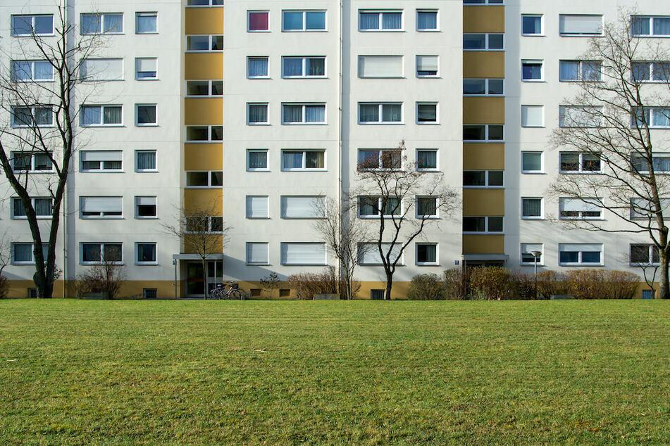Ein Wohnhaus im Münchner Stadtteil Westkreuz. Die Stadt kommt der Nachfrage an Sozialwohnungen nicht hinterher.