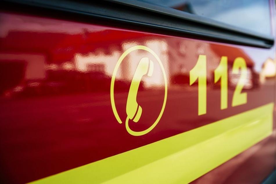 Brand in Einfamilienhaus: Feuerwehr entdeckt bei Löscharbeiten eine Leiche